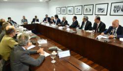 Ministros se reúnem para discutir ações de combate ao novo…