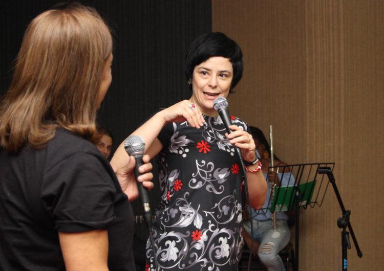 Fernada Takai faz show em Juiz de Fora acompanhada de Roberto Menescal e Marcos Valle
