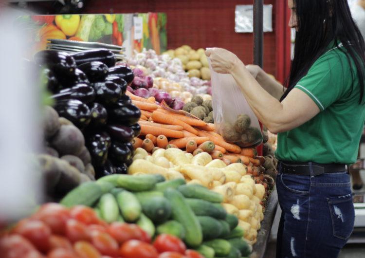 Nutróloga reforça importância dos cuidados na higienização dos alimentos