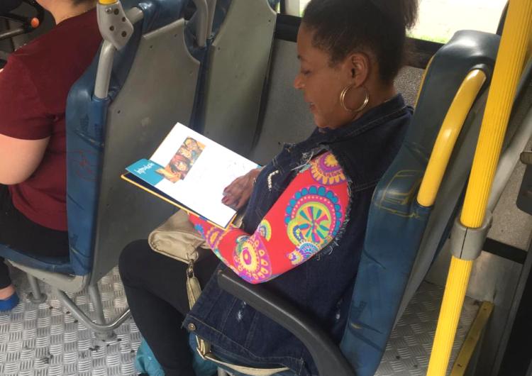 Campanha de incentivo à leitura tem levado bem estar aos passageiros do transporte coletivo