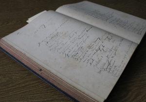 Livro de visitantes do Museu Mariano Procópio reúne assinaturas famosas