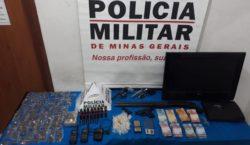 Polícia Militar prende jovem com armas, munições e drogas