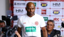 Ademilson completa 50 jogos com a camisa do Tupynambás e…