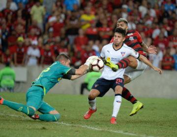 Flamengo bate LDU e assume liderança do Grupo D