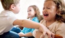 Especialista dá dicas de como os pais podem evitar ciúmes entre irmãos