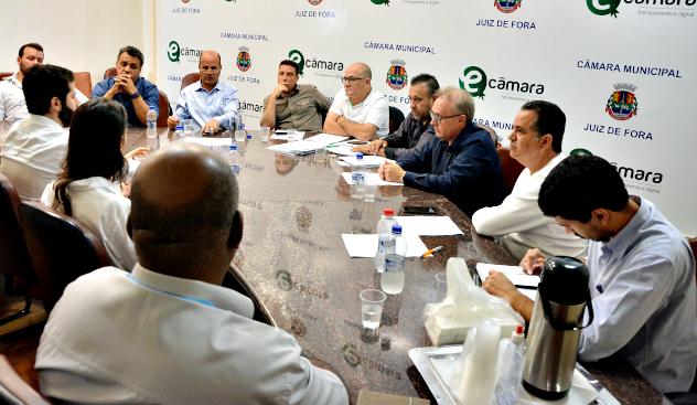 Câmara recebe representantes da UBER para discutir regulamentação no município