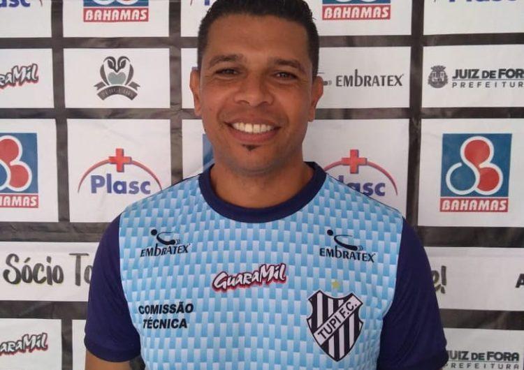 Tupi anuncia saída do técnico Beto Sousa