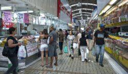 Intenção de consumo das famílias cai 1,7% de abril para…
