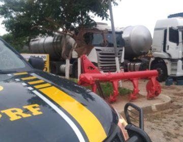 PRF apreende caminhão com 45 mil litros de combustível irregular em Guarará