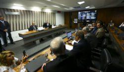 Ministro de Minas e Energia diz que não há barragem…