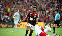 Com gols de Bruno Henrique, Flamengo vence o Inter pela…