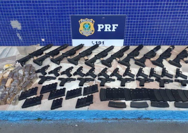 Polícia Rodoviária Federal prende casal e apreende grande quantidade de armas em Juiz de Fora