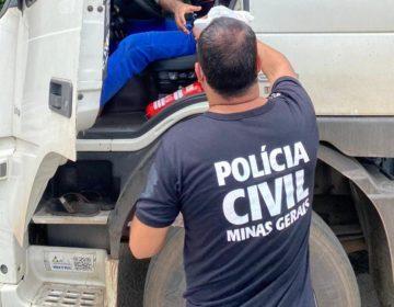 Em ação conjunta, PRF e Civil distribuem alimentos e produtos de limpeza para caminhoneiros