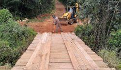 Secretaria de Obras realiza melhorias em estradas rurais e reforma…