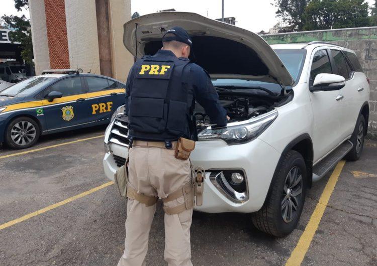 Veículo clonado é encontrado abandonado pela PRF e PM no Bairro São Benedito