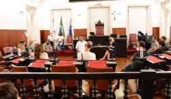 Diretorias da Câmara apresentam rotina administrativa aos novos vereadores eleitos…