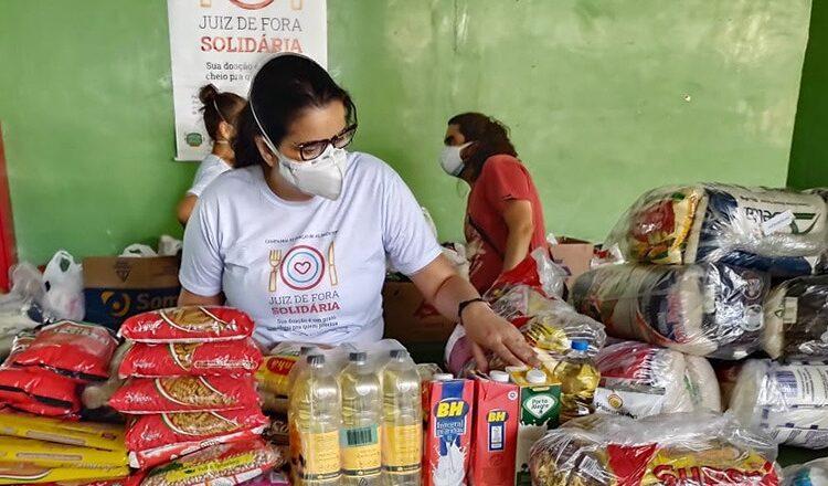"""A campanha """"Juiz de Fora Solidária"""" arrecada três toneladas de doações em seu primeiro dia"""
