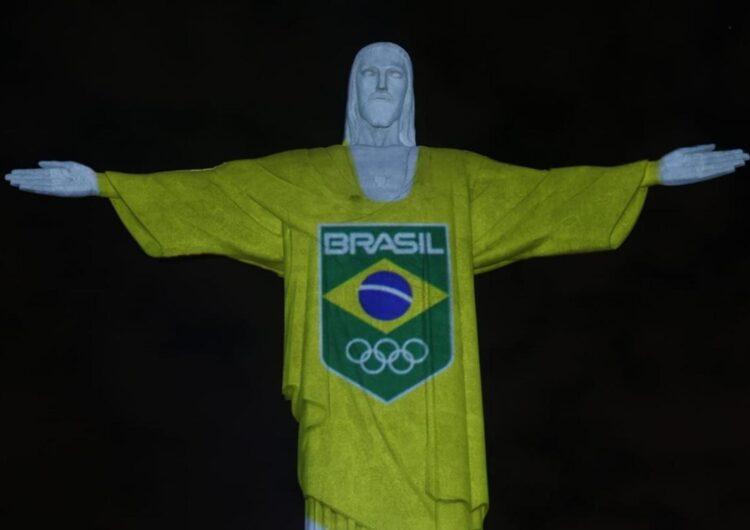 Cristo Redentor é iluminado com camisa do Time Brasil para marcar 100 dias para Tóquio 2020