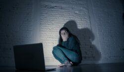 Entra em vigor lei que criminaliza perseguição, inclusive na internet
