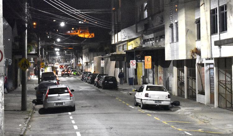Luminárias LED são instaladas pela PJF em duas ruas da Região Leste