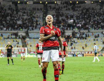 Com dois de Pedro, Flamengo derrota Grêmio e avança na Copa do Brasil