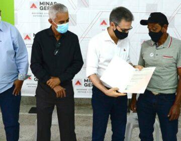 Romeu Zema entrega títulos de propriedade rural e se encontra com prefeitos em Divino das Laranjeiras
