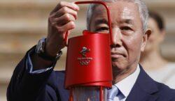 Pequim 2022: organizadores recebem chama olímpica em meio a protestos