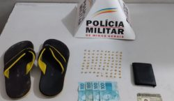 Polícia Militar recolhe sacola com 86 pedras de crack no…