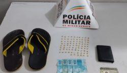 Polícia Militar recolhe sacola com 86 pedras de crack no…